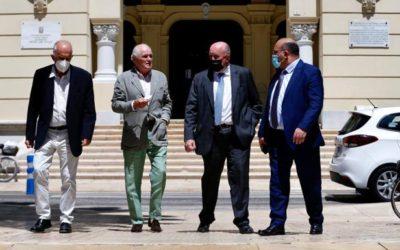 Un representante de la familia real de Catar visita al alcalde de Málaga para reafirmar su apuesta por la Torre del Puerto